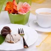 Parce qu'il faut aussi savoir se faire plaisir...  Vers quel aliment te tournes-tu dans ces-là?  Pour ma part, c'est vers un gâteau au chocolat😋          ----------------- #instafood #alimentation #sefaireplaisir #eathealthy #patisserie #chocolat #gourmandise #naturo #bienetre #essentiellesunna -----------------       .