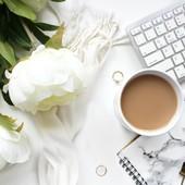 Pourquoi prendre du café quand on est fatigué n'est pas (toujours) une bonne idée❓  👉Lorsqu'on prend du café,  le corps produit de l'adrénaline, le rythme cardiaque s'accélère et on a un boost d'énergie.   Cependant⚠️ à raison de plus de 2 tasses de café  par jour,  le corps se déshydrate, ce qui engendre de la fatigue. Et c'est e cercle vicieux : la fatigue s'accumule.  Il faut donc se reposer et dormir quand on peut (je sais, ce n'est pas toujours évident ;)  Et toi, es-tu accro au café ?            --------------  #cafe #coffeetime #fatigue #addict#alimentation #bienmanger #healthy